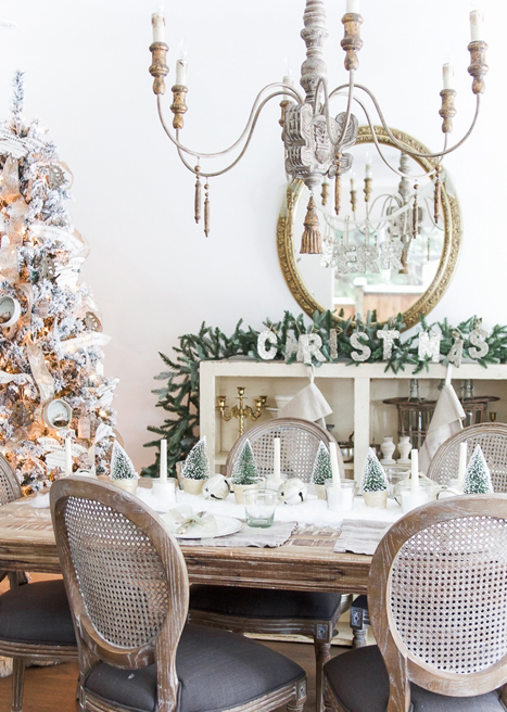 so-much-better-with-age-christmas-table-setting