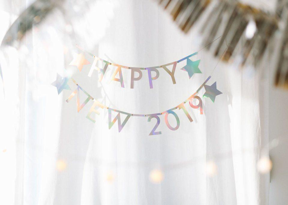 Bienvenido 2019 con blanco y plata